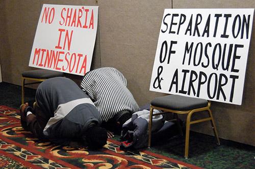 SOMALI MUSLIM IMMIGRANTS turning American small towns into Islamic